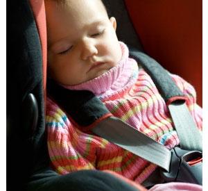 przewoź dziecko w foteliku samochodowym