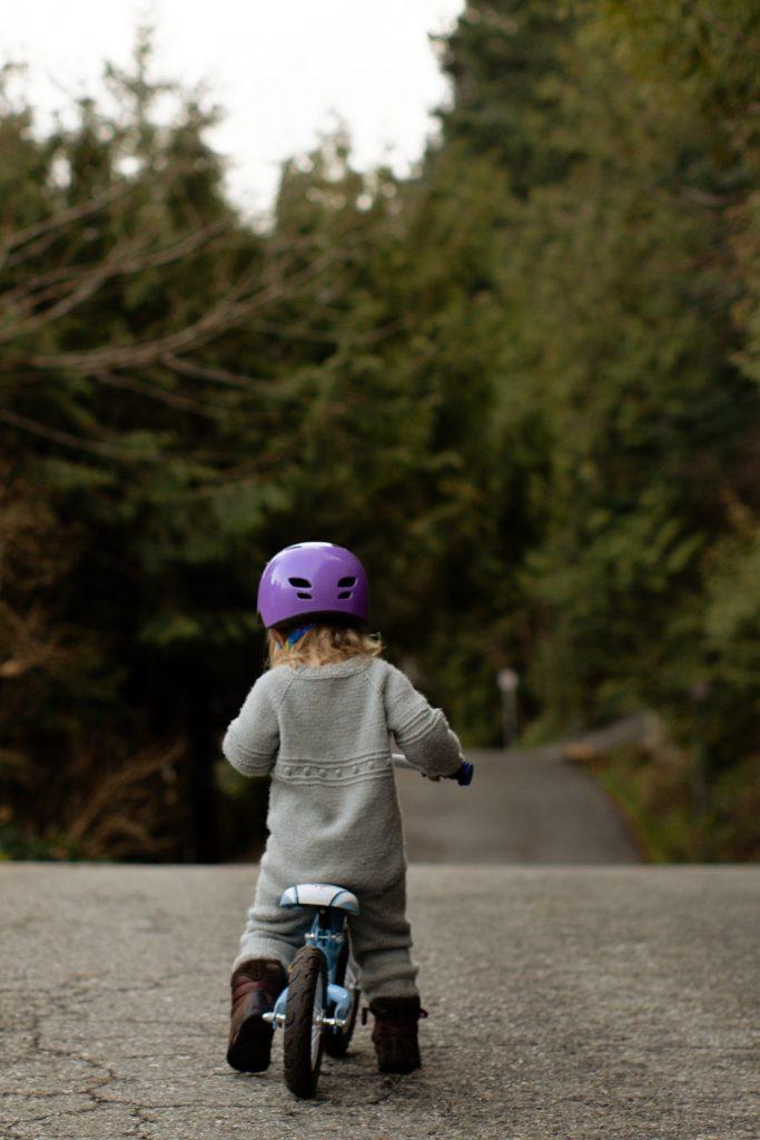jazda na rowerze w kasku